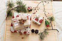 Empaquetado del regalo del Año Nuevo Foto de archivo libre de regalías