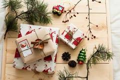 Empaquetado del regalo del Año Nuevo Imagen de archivo