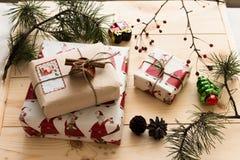 Empaquetado del regalo del Año Nuevo Imagen de archivo libre de regalías