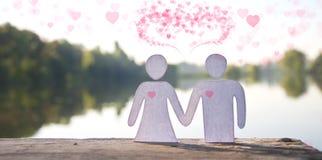 Empaquetez les mains de fixation de couples de poupée Photo stock