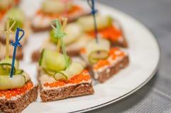 Emparedado abierto con el caviar rojo Imágenes de archivo libres de regalías