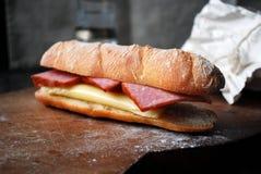 Emparedado con el jamón y el queso Imagenes de archivo