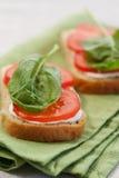 Emparedado con el tomate y la espinaca Fotos de archivo libres de regalías