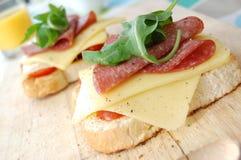Emparedado del queso y del salami Imagen de archivo
