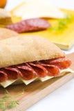 Emparedado del salami y del queso Foto de archivo libre de regalías