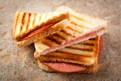 Emparedado tostado del salami Imagenes de archivo