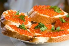 Emparedados con el caviar rojo. Imagen de archivo libre de regalías