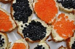 Emparedados con el caviar rojo y negro Imagen de archivo libre de regalías