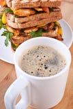 Emparedados del café y de pollo Foto de archivo libre de regalías