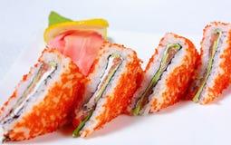 Emparedados del sushi con tobiko de los salmones y del caviar Fotos de archivo