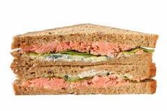 Emparedados hechos a mano de los salmones de la carne asada. Fotografía de archivo libre de regalías