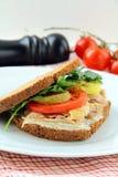 Emparedados sanos grandes hechos con pan entero del grano Foto de archivo libre de regalías