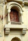 Emparede el arte y la arquitectura de las ventanas del templo de 200 años Imagen de archivo
