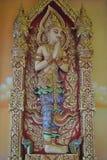 Emparede el nonthaburi buakwan Tailandia del templo del wat budista del edificio de la penetración del arte fotografía de archivo