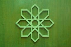 Emparede la decoración con la geometría islámica hecha de la madera Imágenes de archivo libres de regalías