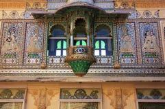 Emparede la decoración del cuadrado del pavo real, complejo del palacio de la ciudad, Udaipur, imágenes de archivo libres de regalías