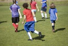 Emparejamiento de fútbol de las muchachas Imagen de archivo libre de regalías