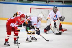 Emparejamiento del hockey en el palacio Sokolniki de los deportes Fotografía de archivo libre de regalías
