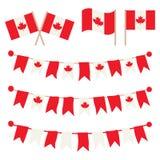 Empavesados canadienses, guirnaldas, banderas fijadas Imágenes de archivo libres de regalías