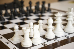 Empeños del ajedrez en el tablero de ajedrez Imagen de archivo