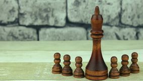 Empeños y rey negros del ajedrez almacen de metraje de vídeo