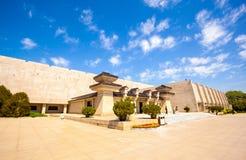 Emper Qin& x27 ; musée de guerriers et de chevaux de terre cuite de s Images stock
