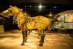 Emper Qin& x27 ; musée de guerriers et de chevaux de terre cuite de s Photo libre de droits