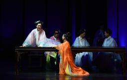 Emperatrices cena-desilusión-modernas pasadas del drama en el palacio imágenes de archivo libres de regalías