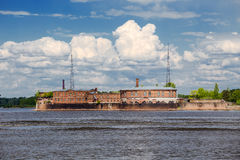 Empereur Peter le fort de sapins dans le golfe de Finlande, Russie Image libre de droits