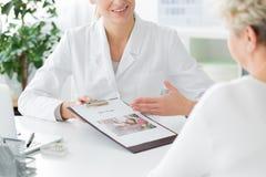 Empfehlender Diätplan Doktors stockfotografie