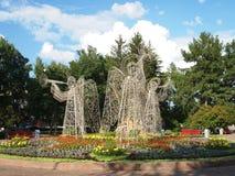 Empfindliche Skulpturen des Engelsstahldrahtes Stockfotos