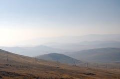 Empfindlicher Dunst des Morgennebels über dem Tal Schöne Landschaft Savanne, Wiese Stockbilder