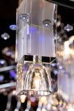 Empfindlicher Leuchter von Farbblumenlampen auf Schwarzem Lizenzfreies Stockfoto