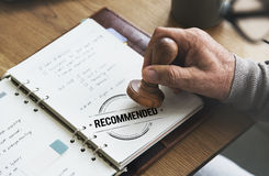 Empfohlenes Angebot verweisen Zufriedenheits-Vorschlags-Konzept Stockfotografie