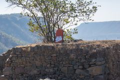 Empiétements religieux dans la forêt de Mandav Dhar photographie stock