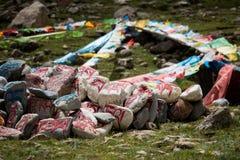 Empiedre con el sanscrit tibetian de Tíbet de los mantras Imagenes de archivo