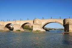 Empiedre el puente (Puente de Piedra) en Zaragoza Fotos de archivo