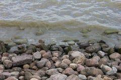 Empiedre la costa Foto de archivo libre de regalías