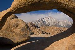 Empiedre la sierra Nevada del arco fotografía de archivo