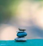 Empiedre la torre Piedras y bambú del zen Fotos de archivo libres de regalías