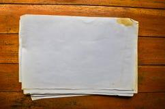 Empila los papeles viejos Fotos de archivo libres de regalías