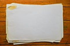 Empila los papeles viejos Fotografía de archivo libre de regalías