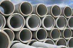 Empilado encima de los tubos de agua Imagenes de archivo