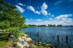 Empilages de pilier en rivière de Seekonk, en Providence, Rhode Island Photo stock