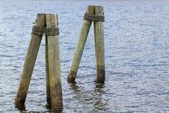Empilages en bois dans le fleuve Connecticut Photographie stock