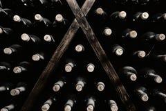 Empilhado acima das garrafas de vinho Imagens de Stock