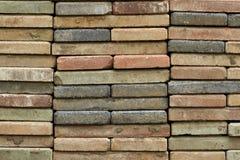 Empilhado do tijolo velho apedreja o assoalho Fotografia de Stock