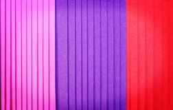 Empilhamento de camadas múltiplas de textura de papel colorida para o fundo imagem de stock