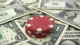 Empilhando microplaquetas de pôquer vermelhas Imagem de Stock Royalty Free