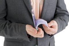 Empilhe cédulas do euro 500 nas mãos masculinas Imagem de Stock Royalty Free